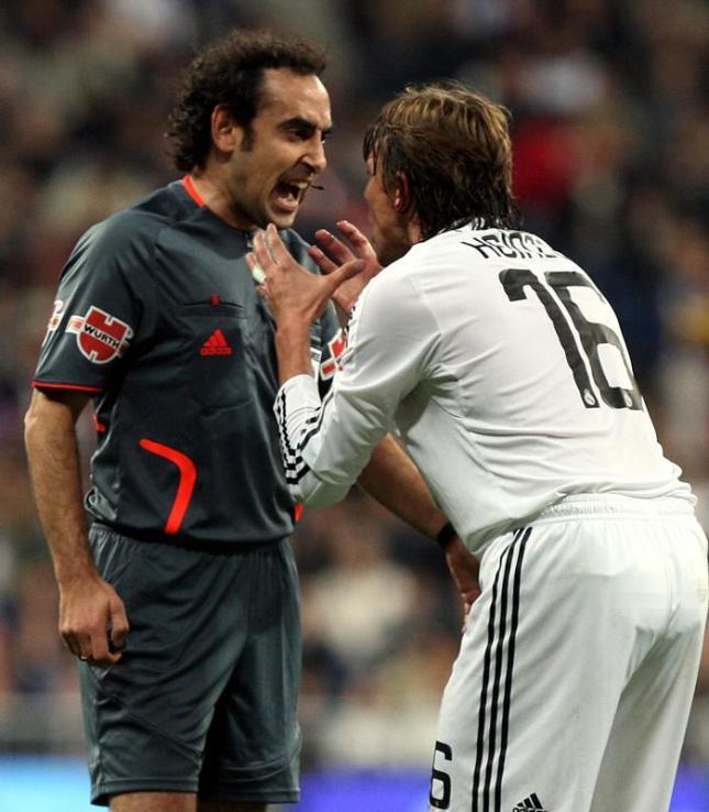 No me gusta nada este árbitro.